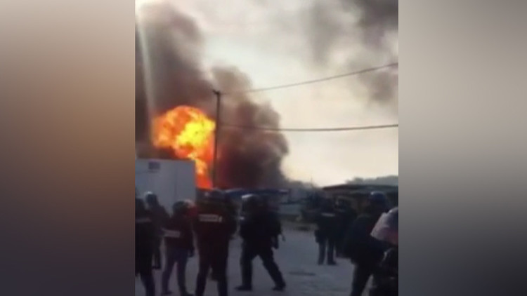 Feroces choques en la 'jungla' entre refugiados en Francia dejan decenas de heridos (videos, fotos)
