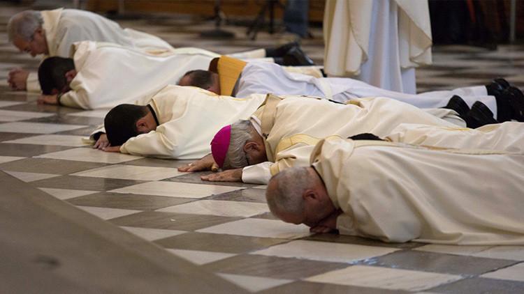 Un obispo español exige a sacerdotes y catequistas el 'certificado antipederastia'