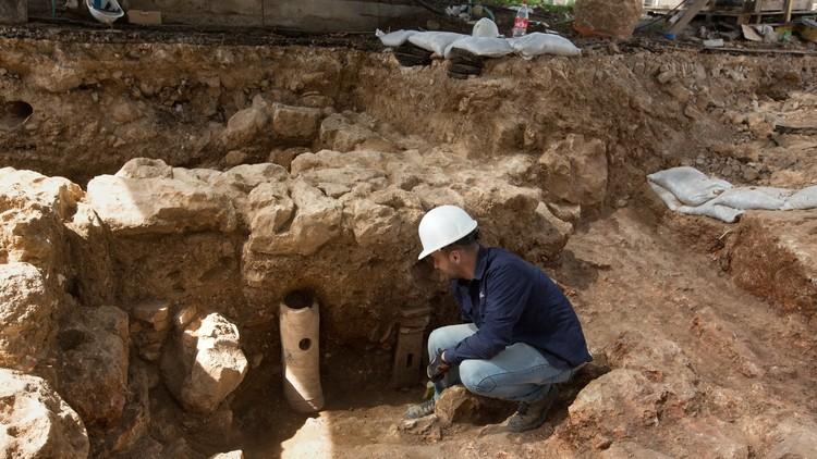 Encuentran la tumba de Aristóteles en Grecia