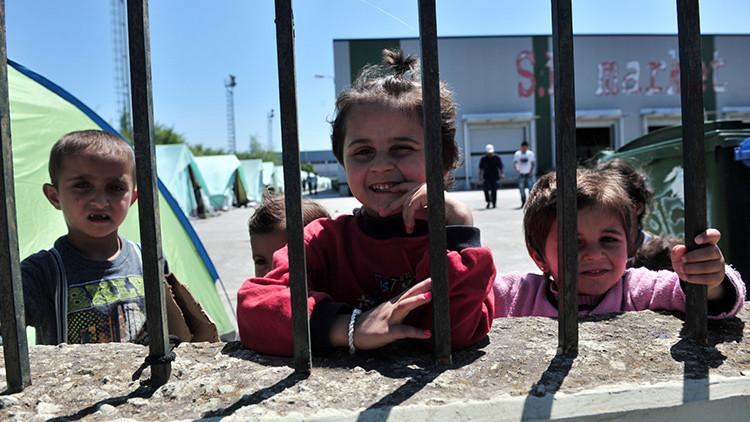 """Nuevos campamentos para refugiados en Grecia """"no sirven ni siquiera para los animales"""""""