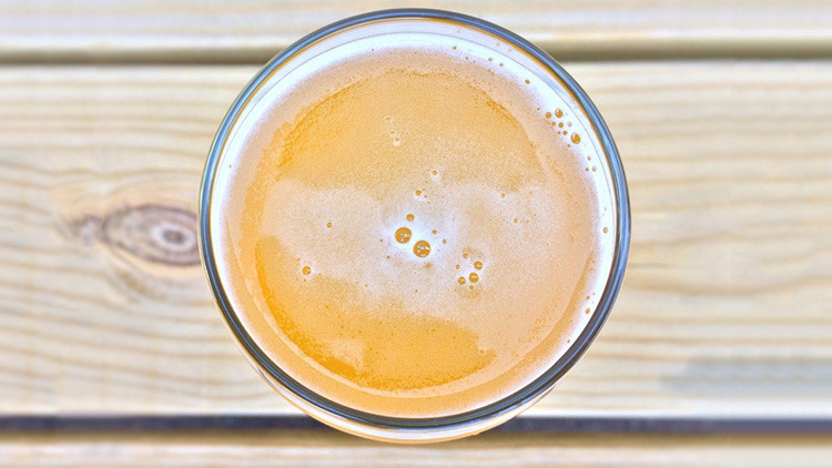 Descubren que una bebida alcohólica previene el alzheimer
