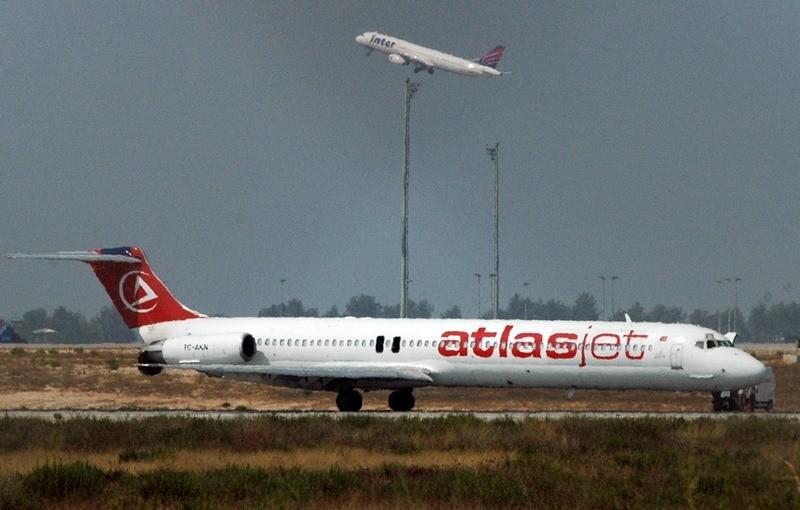 El avión secuestrado de Atlas Jet en el aeropuerto de Antalya, Turquía