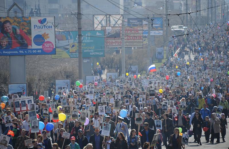 La ciudad rusa de Chita se une a la marcha del Regimiento Inmortal que conmemora la finalización de la Segunda Guerra Mundial (participación rusa de 1941 a 1945). 9 de mayo de 2016.