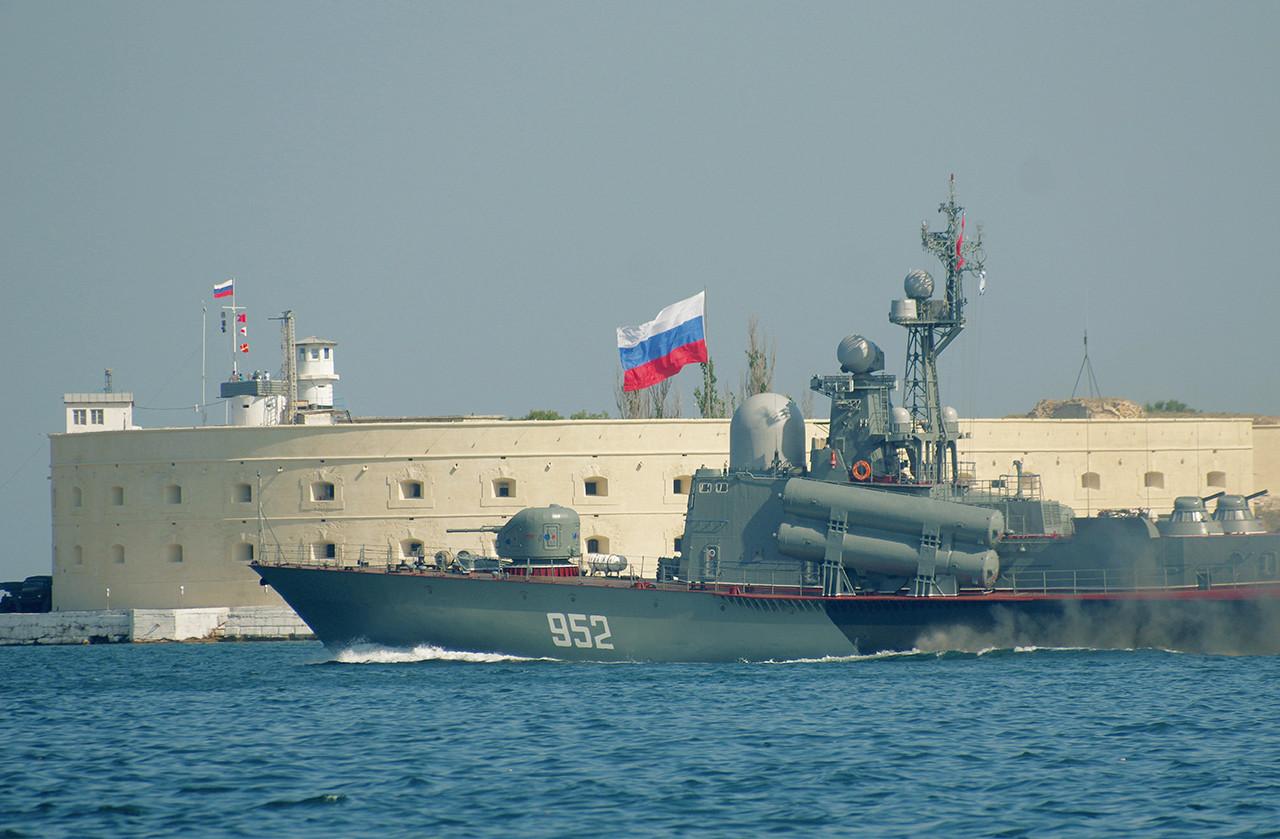 Una de las dos antiguas fortalezas ubicadas a ambos lados a la entgrada al puerto de Sebastopol