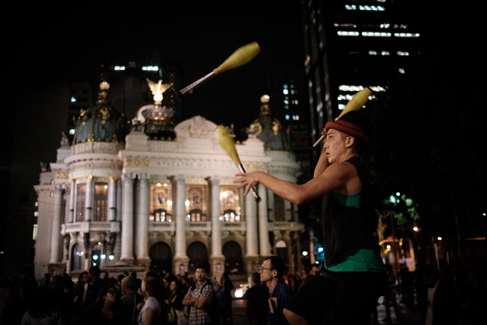 Protestan contra el presidente interino de Brasil, Michel Temer, en Río de Janeiro, 13 de mayo de 2016.