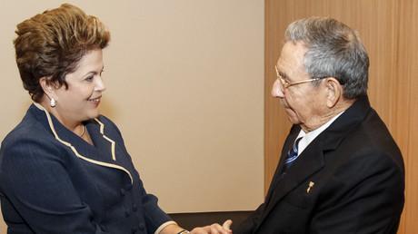 La presidenta de Brasil Dilma Rousseff y el presidente de Cuba Raúl Castro