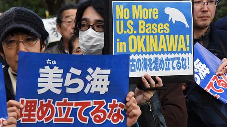 Manifestación contra una nueva base militar de EE.UU. en la prefectura de Okinawa, Tokio, Japón, el 21 de febrero de 2016.