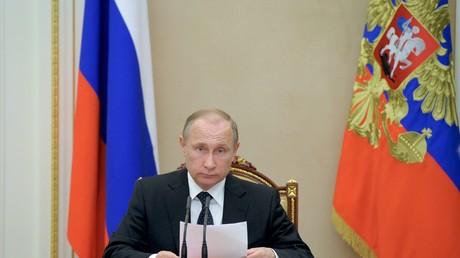 Putin insiste en el cese inmediato de los bombardeos de Donbass por parte de Ucrania