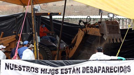 Trabajos de exhumación en la localidad mexicana de Tetelcingo