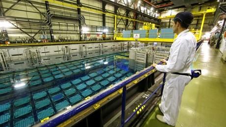 Una piscina de almacenamiento de combustible nuclear