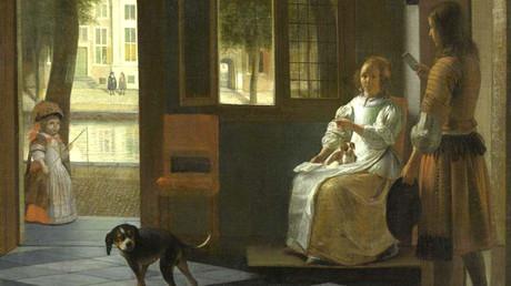 'Un hombre entregando una carta a una mujer en un recibidor' pintado por el artista neerlandés Pieter de Hoochen en 1670.