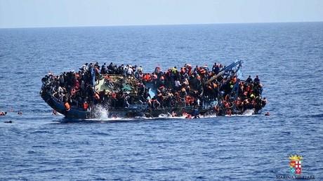 Vuelca en Mediterráneo un barco con más de 500 migrantes