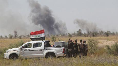 Humos de combate por la ciudad iraquí de Faluya