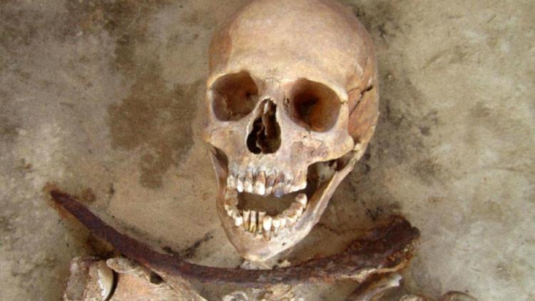 Encuentran 'vampiros' enterrados en un cementerio medieval de Polonia