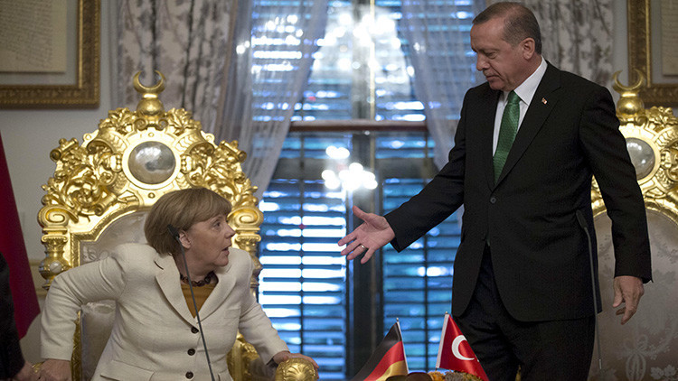 Turquía llama a consultas a su embajador en Alemania tras el reconocimiento del genocidio armenio