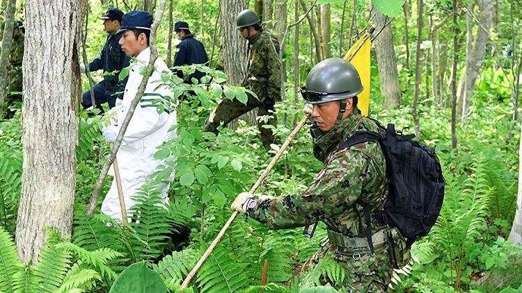 Hallan a un niño abandonado en un bosque habitado por osos en Japón