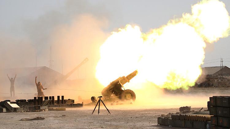 Las Fuerzas de Seguridad iraquíen atacan con fuego de artillería al Estado Islámico desde las afueras de Faluya