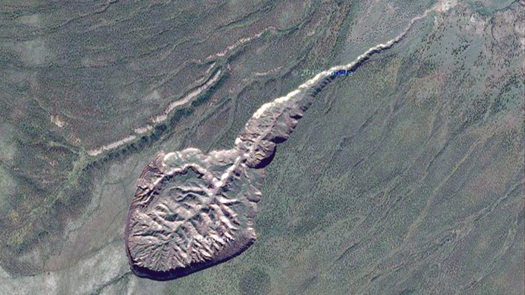 'La puerta al mundo subterráneo': los secretos de un gigantesco cráter siberiano