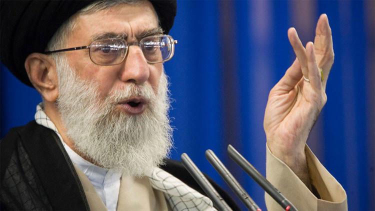 """El líder supremo de Irán critica al """"gran Satán"""" EE.UU. y al """"canceroso régimen"""" de Israel"""