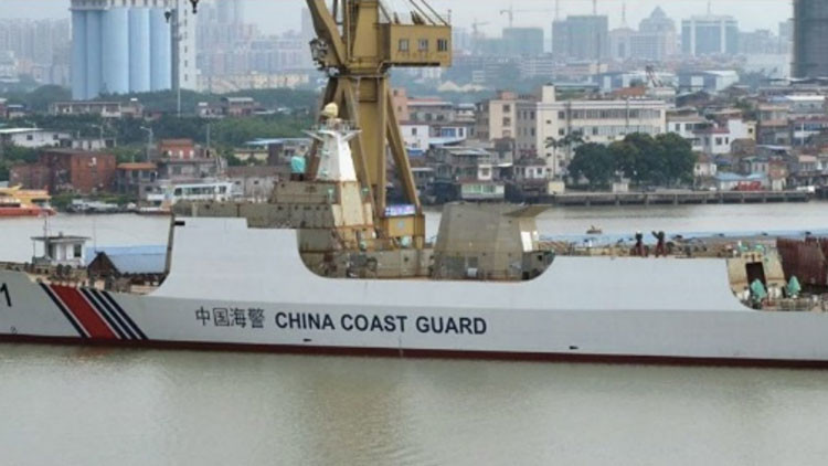 China presenta un buque de la Guardia Costera que podría patrullar en el mar de la China Meridional