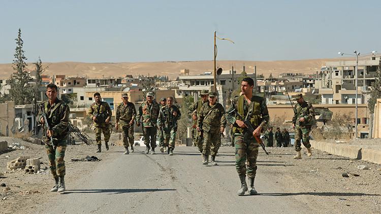 El Ejército sirio cruza la frontera de Raqa, feudo del Estado Islámico en Siria