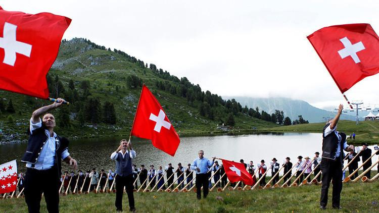 """Un """"sueño marxista"""", a referéndum en Suiza: ¿Una renta básica de 2.500 dólares para cada ciudadano?"""