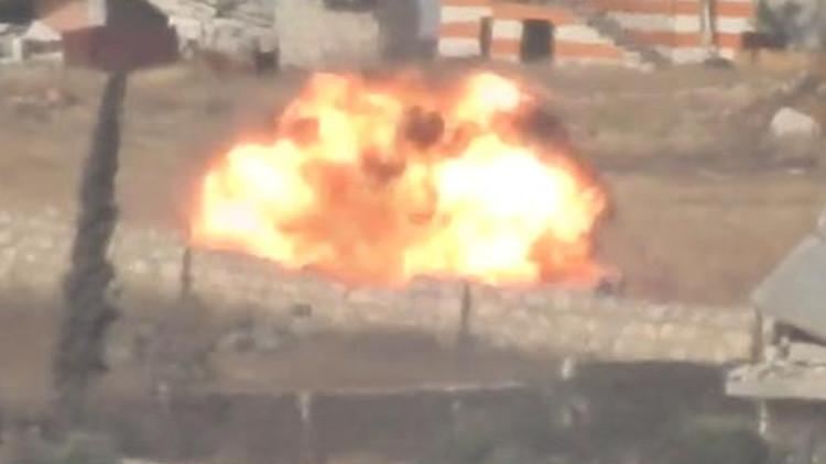 Video: Militantes de la oposición lanzan un ataque con un misil contra el Ejército sirio en Alepo