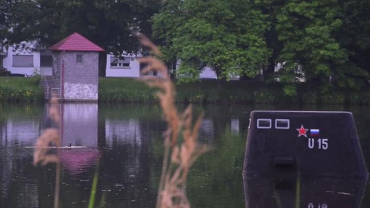 Video: Un 'submarino ruso' emerge en un lago alemán