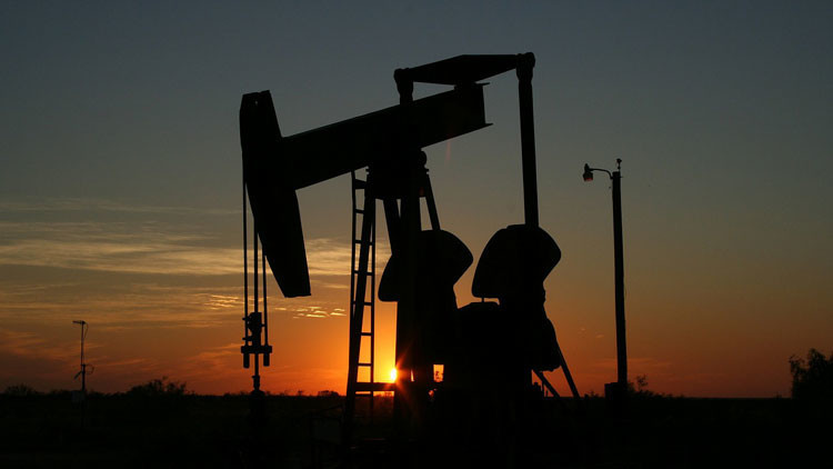 Arabia Saudita baja el precio del petróleo para Europa y lo sube para EE.UU.