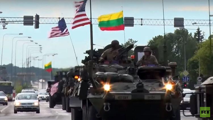 Video: Vehículos blindados de EE.UU. circulan en Lituania de cara a las masivas maniobras de la OTAN