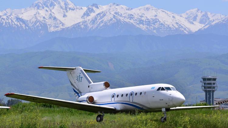 Una aerolínea regala un avión de pasajeros YAK-40 (Fotos)