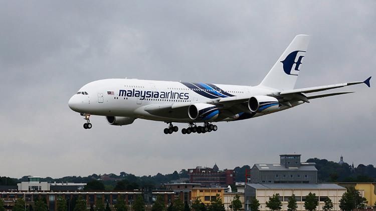 Pasajeros de Malaysia Airlines viven momentos de pánico por una fuerte turbulencia (fotos)