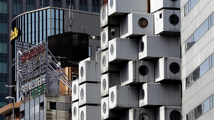 Así es la vida en la 'torre de las cápsulas', capricho arquitectónico japonés en peligro (fotos)