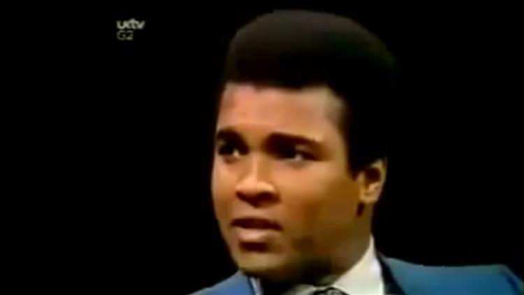 """""""¿Por qué Dios es blanco?"""": La mejor entrevista a Muhammad Ali"""