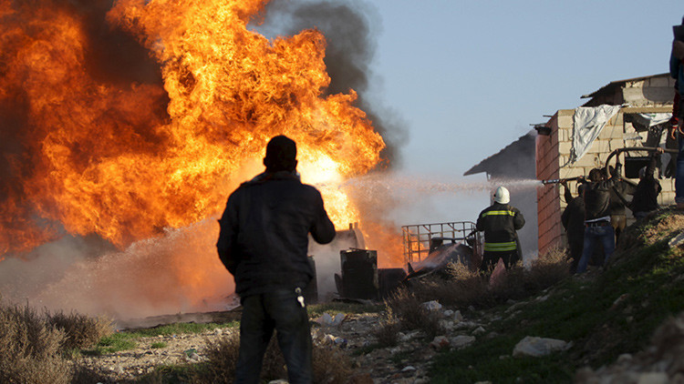 Máxima precisión: Rusia destruye refinerías de petróleo del Estado Islámico en Siria