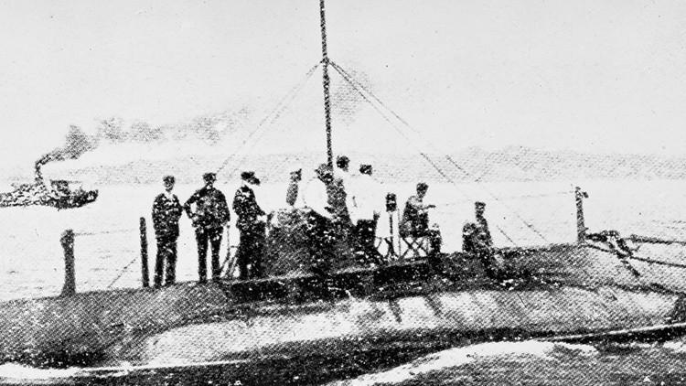 Descendientes del capitán del primer submarino ruso solicitan subir la nave a la superficie