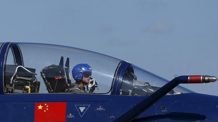 Un caza chino intercepta a un avión espía de EE.UU.