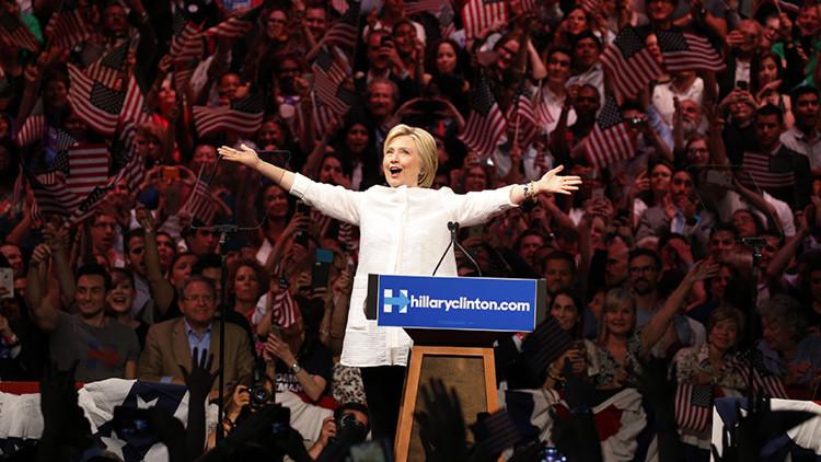 EE.UU. promete publicar los polémicos emails de Clinton en una fecha que no existe
