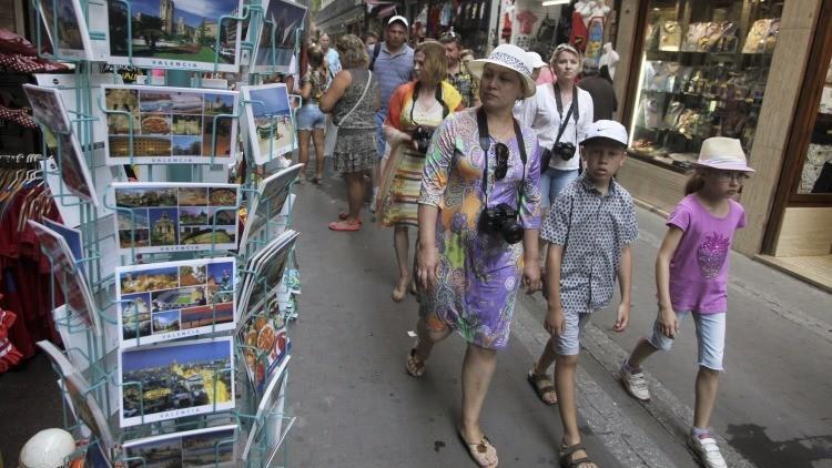 Canal español hace pasar a una valenciana por turista que no entiende el idioma local (video)