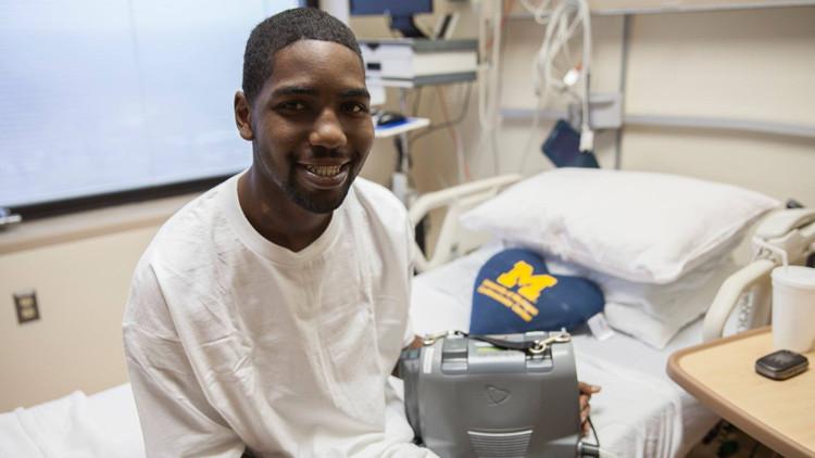 Un joven sobrevive 17 meses sin corazón gracias a esta herramienta en su mochila