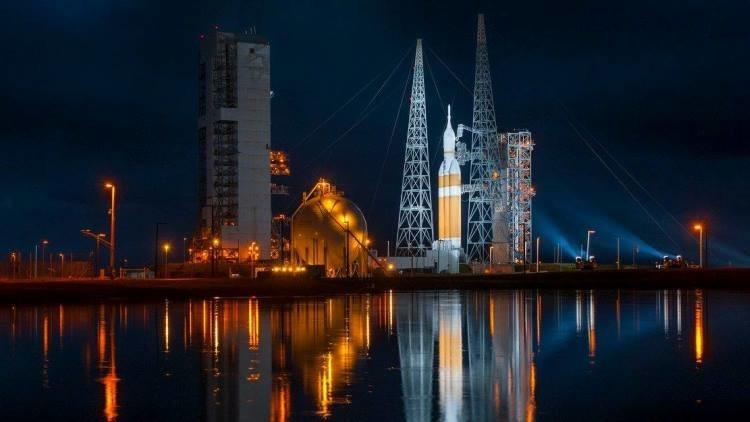 EE.UU. lanza uno de los mayores satélites del mundo para tareas de espionaje