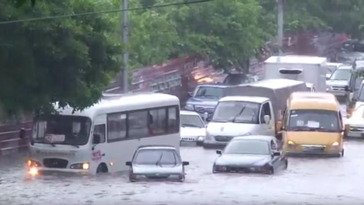 Lluvias y granizo sin fin: explican el porqué de esta anomalía climática en Rusia (videos)