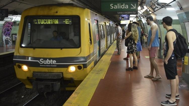 Idea de vagones exclusivos para mujeres en el metro de Buenos Aires desata la polémica en Argentina