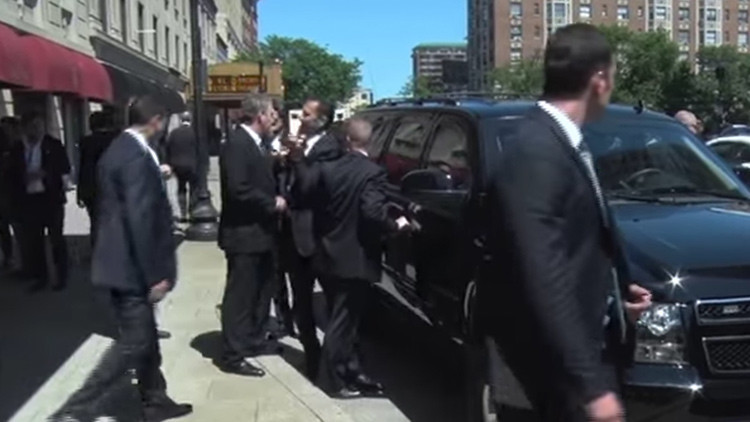 Video: Un escolta de Erdogan, a punto de abalanzarse sobre los agentes de seguridad estadounidenses