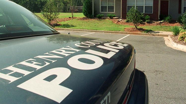 Error fatal: la Policía de EE.UU. inspecciona una casa equivocada y abate a tiros al propietario