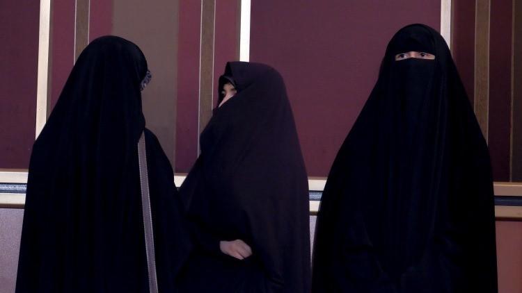 """Alto clérigo iraní: Indumentaria de las mujeres """"hace que los ríos se sequen"""""""