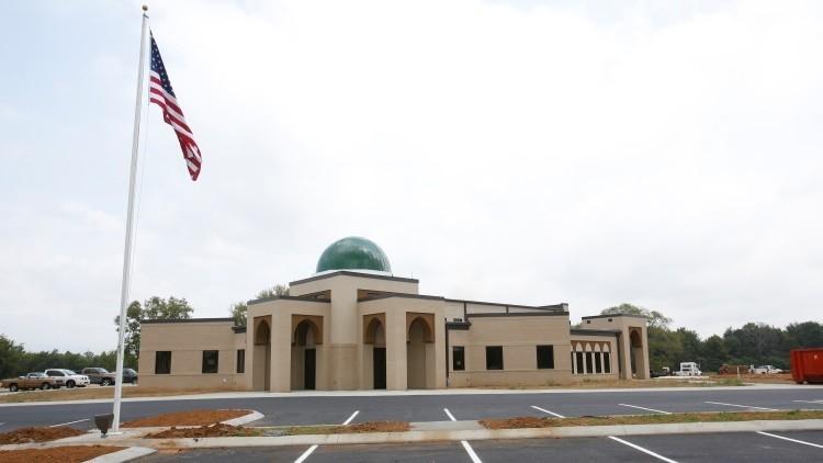 EE.UU.: Un militar amenaza a musulmanes en una mezquita y los insulta lanzándoles tocino