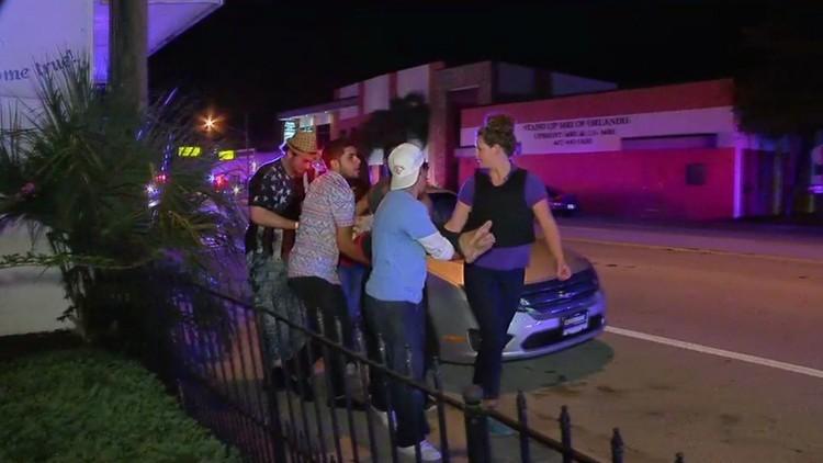 FUÉRTES IMÁGENES: La Policía evacúa a las víctimas del sangriento tiroteo en Orlando