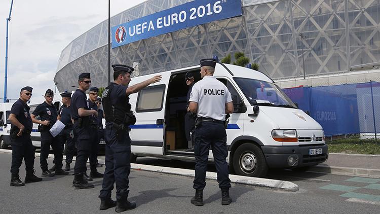 La Policía francesa irrumpe en un hotel de aficionados rusos de fútbol