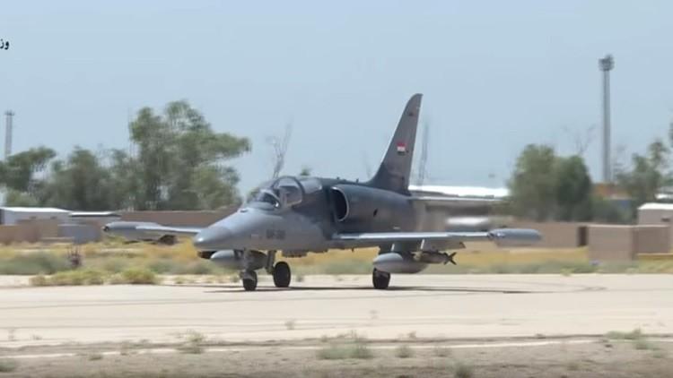 Video: El ministro de Irak dirige a bordo de un F-16 un bombardeo contra el Estado Islámico